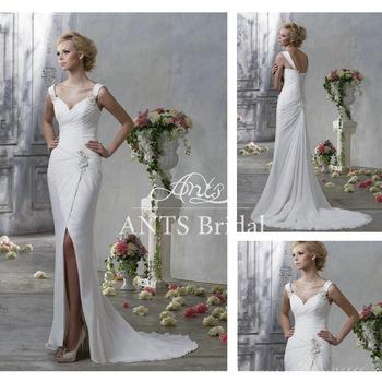 Vestido de noiva com fenda.