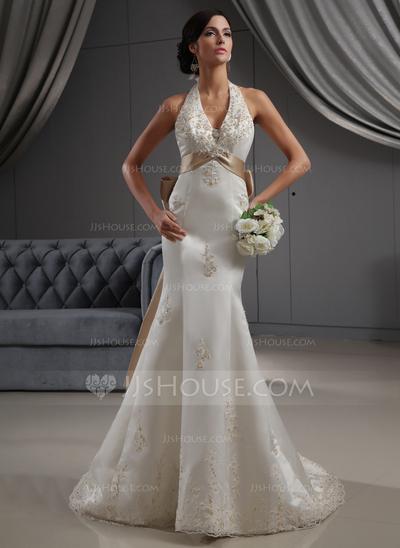 Vestido de noiva que molda o corpo da noiva.