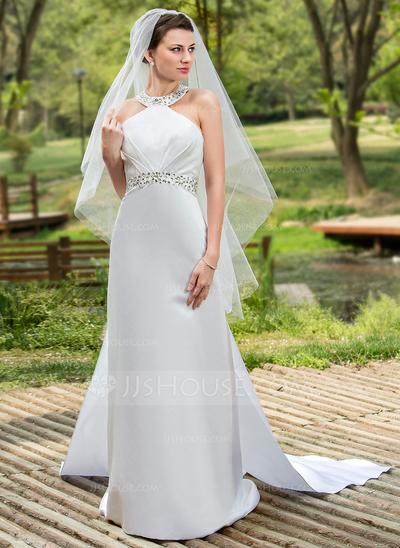 Vestido de noiva com véu.
