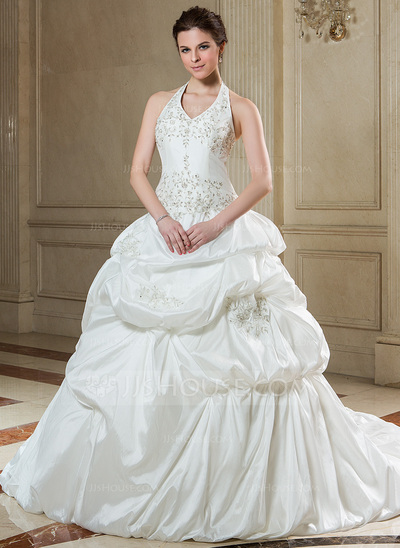 Vestido de noiva com saia bufante.