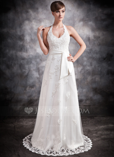 Vestido de casamento com fita na cintura.
