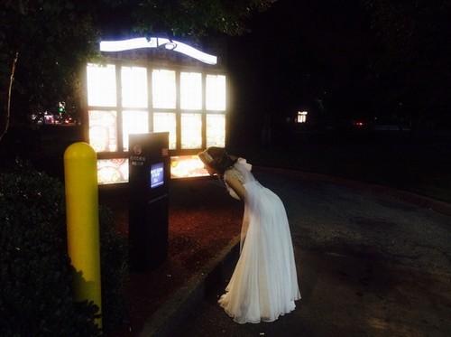 Imagem da noiva bêbada tentando comprar tacos (Foto: Divulgação)