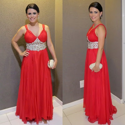 Vestido de festa vermelho.