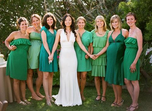 Vestido verde para madrinhas de casamento curtos.