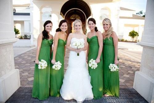 Vestidos madrinhas de casamento verde e lindo.