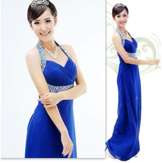 Vestido de madrinha de casamento azul e lindo.