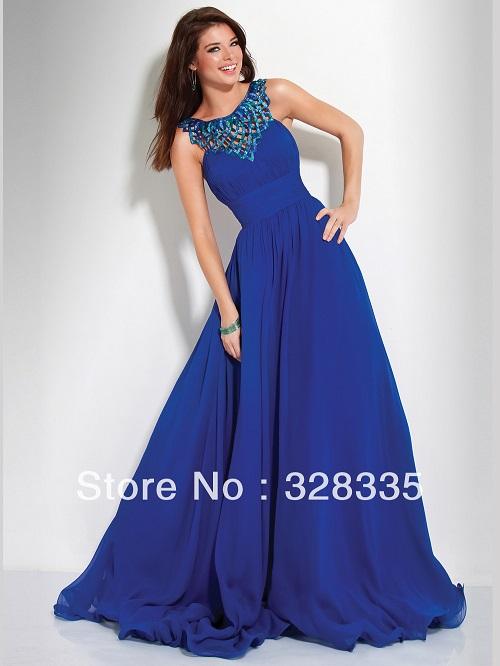 Vestido de festa azul com renda na frente.