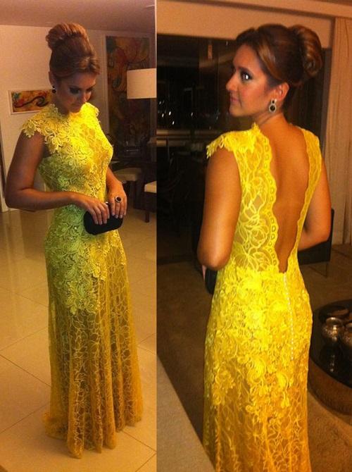 vestido de festa amarelo.
