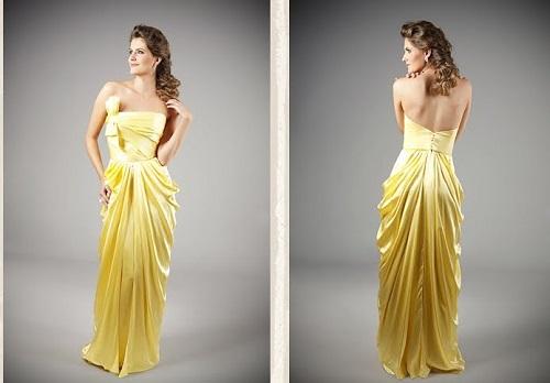 vestido amarelo lindo e com camadas na saia