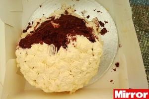 O bolo de casamento que o cachorro comeu na Inglaterra.
