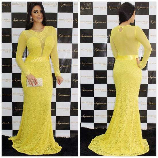 Vestido de madrinha de casamento amarelo com manga longa.