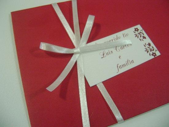 Convite de casamento com envelope vermelho