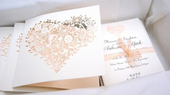 Convite de casamento branco e rosa claro