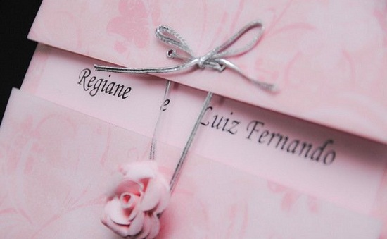 Convite de casamento em preto e rosa