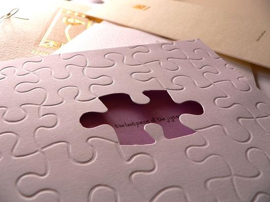 Modelo divertido de quebra-cabeça em forma de convite