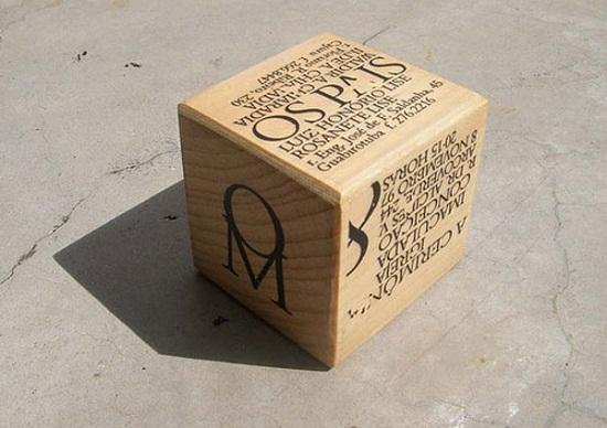 Modelo de convite em forma de caixa