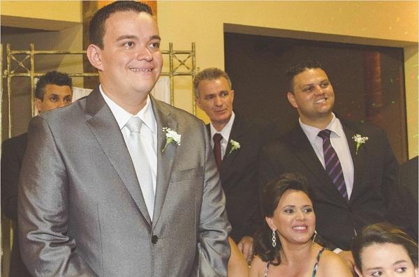 Emoção do noivo foto Anderson Stenico