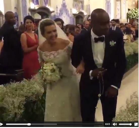 Imagem retirada de vídeo do casal saindo da igreja