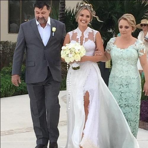 Modelo vestido de casamento