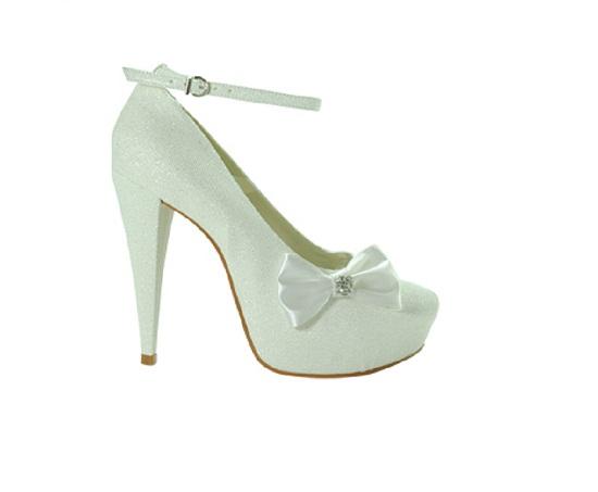 O sapato é um acessório importante para a noiva sempre (Foto: deLira Noiva - Sapato e Acessório)