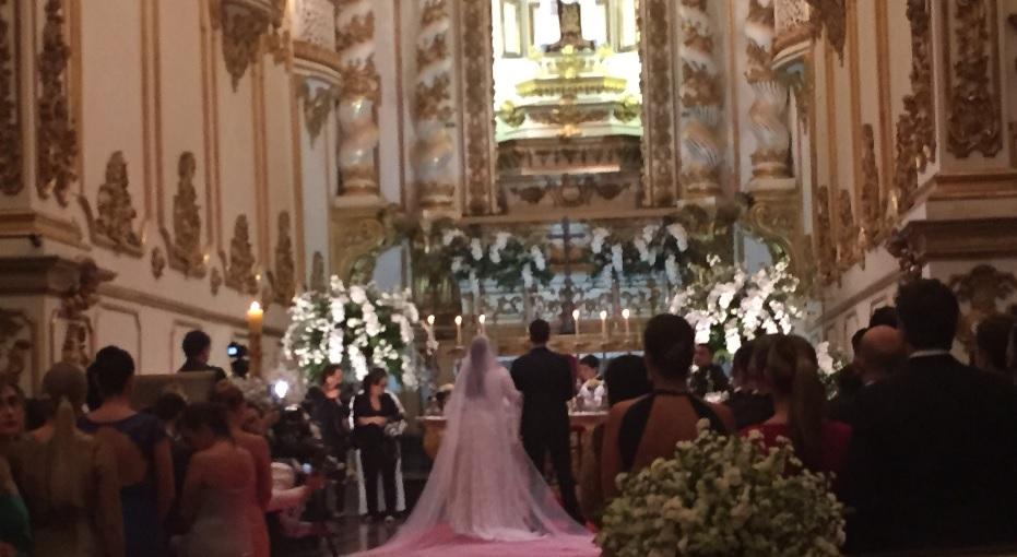 Já Dentro da igreja, Preta e Rodriga celebram o casamento
