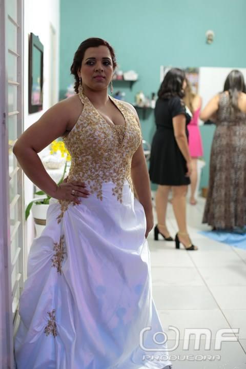 Vestido de noiva branco e dourado