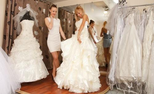 Cuidado com os comentário com relação ao vestido da noiva (Foto: Divulgação)