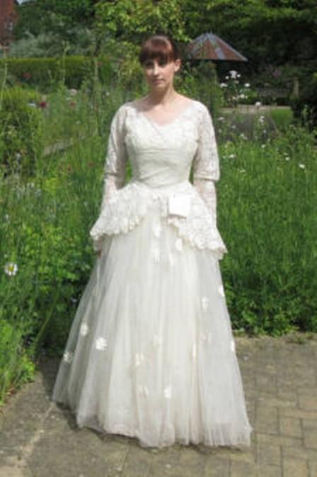 Brechó recebe vestido de noiva com bilhete apaixonante