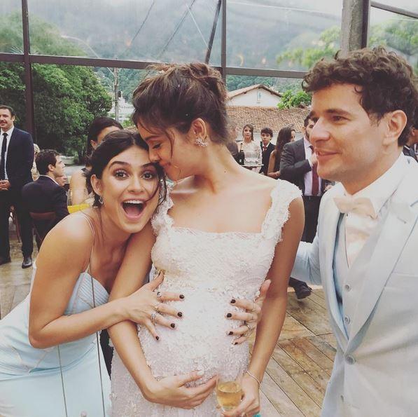 Thaila Ayala comemora com Sophie Charlotte e Daniel de Oliveira (Foto: Reprodução Instagram)