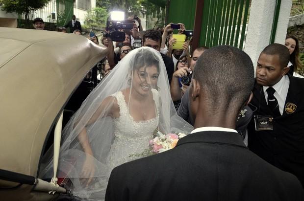 Sophie linda de noiva