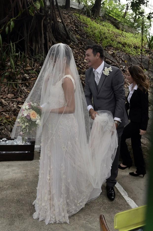 Sophie usou um vestido delicado e bem romântico(Foto: Roberto Teixeira/EGO)